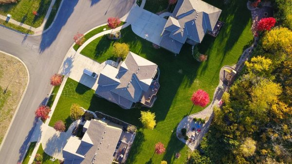 How to become a real estate investor without going broke